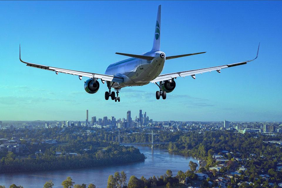 Ein Flugzeug steht kurz vor der Landung