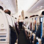 Blick vom Langstreckenflug durch die Sitzreihen
