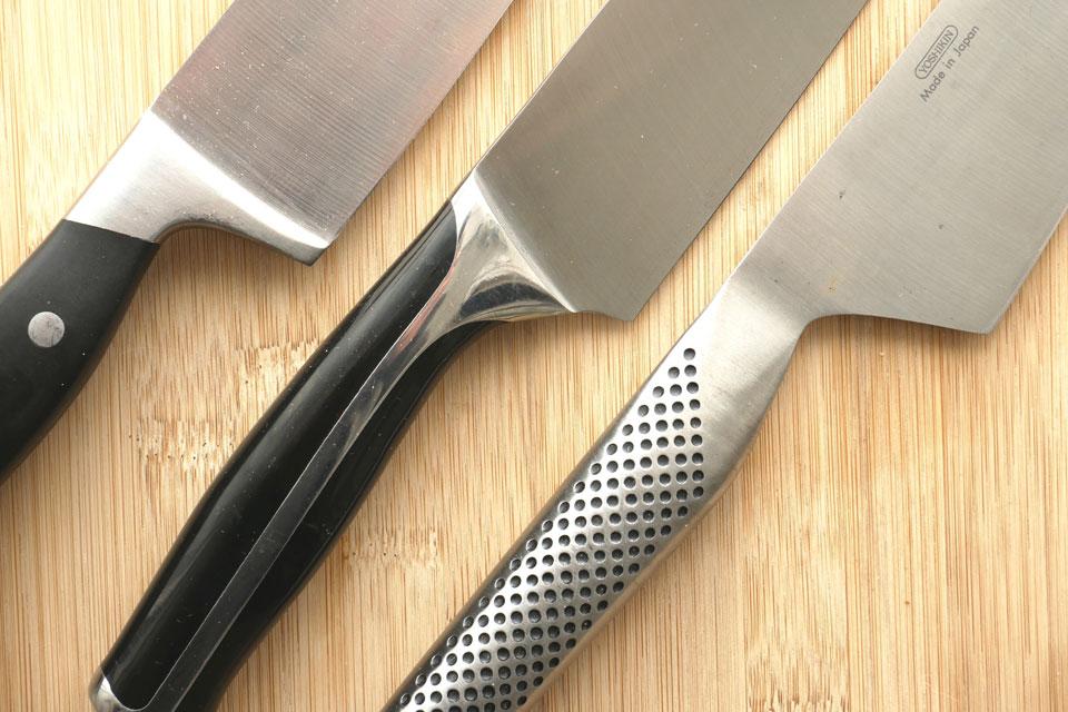 Drei Messer mit und ohne Fingerschutz