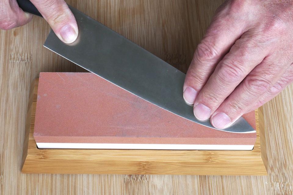 Ein Messer wird selber geschliffen