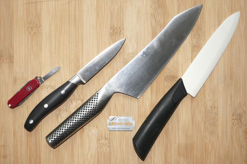 Unterschiedliche Messer mit verschiedenen Klingen-Härten