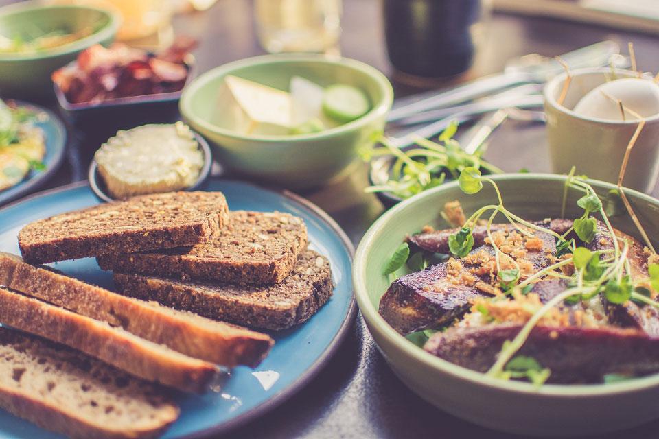 Dunkles Brot für eine gesunde Ernährung