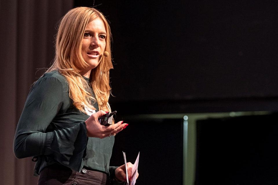 Danja Vogel von BNI Schweiz während ihrer Keynote in München