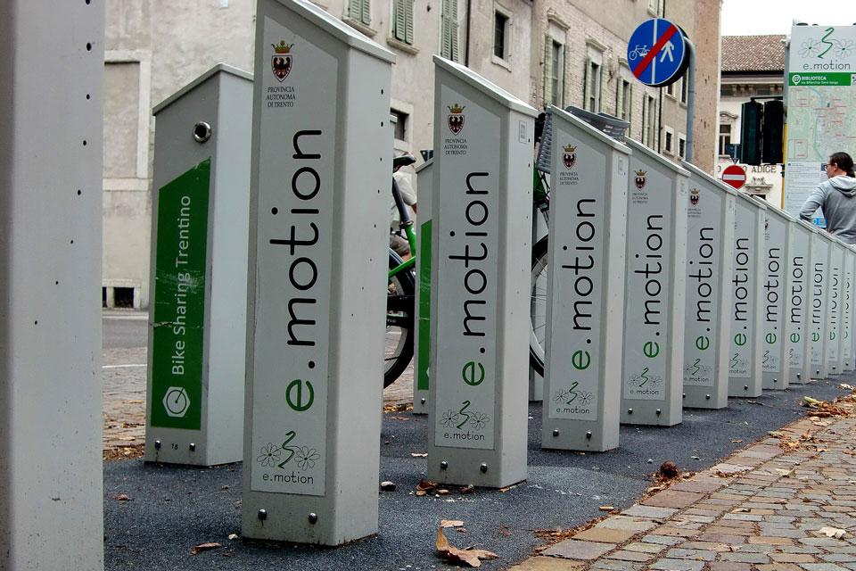 Ladestation in der Stadt für E-Bikes und Elektrofahrräder