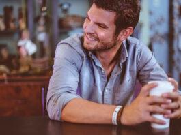 Ein Mann spricht nicht gerne über die Prostata-Vorsorge