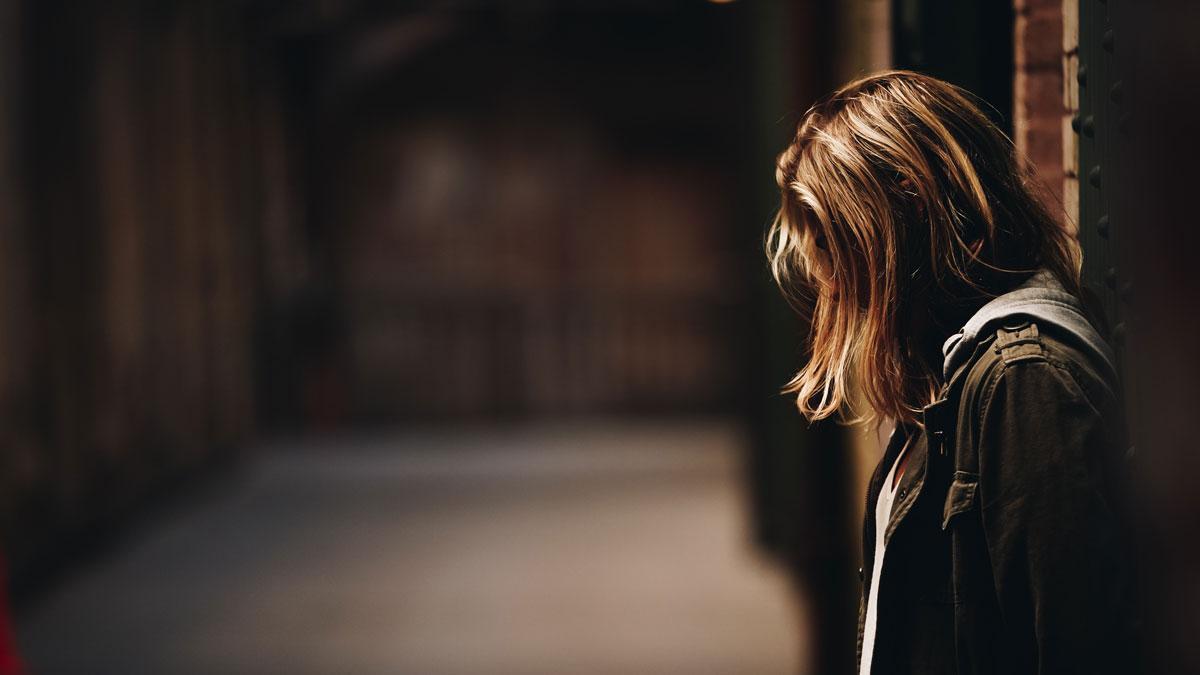 Stress oder Depression: Wie erkenne ich das bei der jungen Frau?