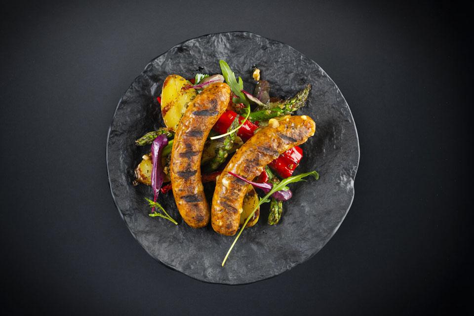 Käsebratwurst mit Grillgemüse