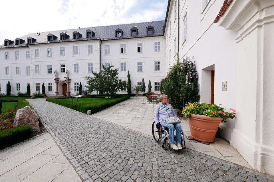 Kloster-Innenhof Frauenchiemsee
