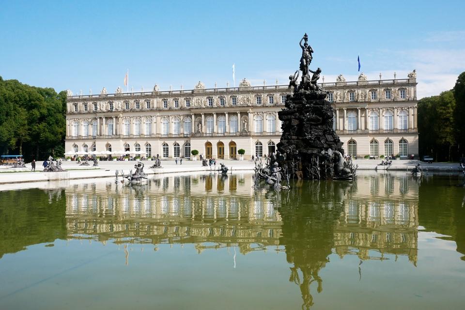 Blick auf das Schloss Herrenchiemsee von König Ludwig II.