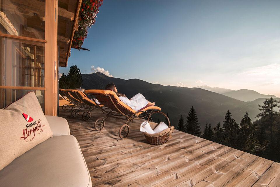 Luxus-Ausblick von der Terrasse auf die Tiroler Alpen