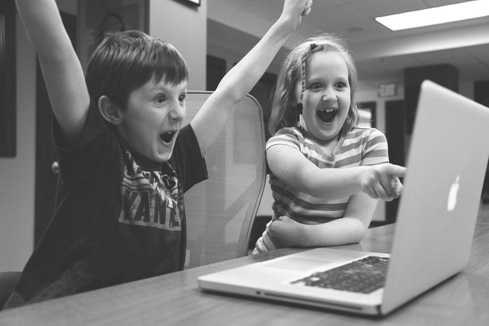 Zwei Kindern authentisch ihren schöpferischen Erfolg, den es im Unternemertum braucht