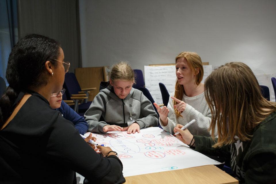 """Jugendliche zelebrieren """"Gesunde Bildung"""" durch Verbundenheit"""
