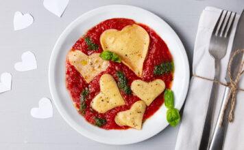 Pasta für Verliebte mit Lasagneteigplatten und Tomatensoe