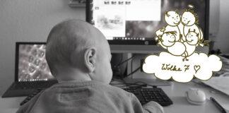 Ein Kleinkind sitzt am Schreibtisch als Symbol für Familie und Beruf