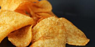 Kartoffelchips aus der Mikrowelle mit einfachem Rezept zubereitet