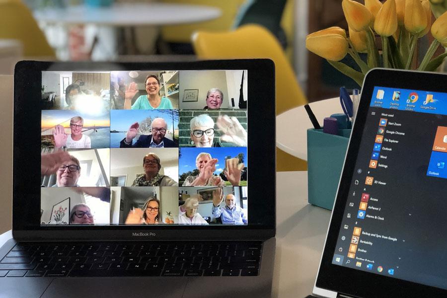 Ein Online Meeting mit verschiedenen Teilnehmern, die mentale Gesundheit schenken