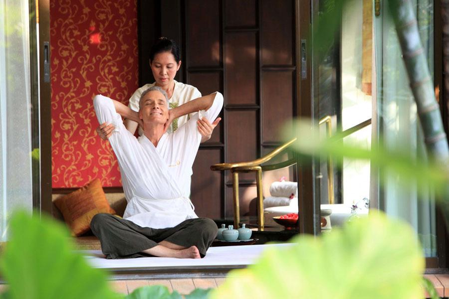 Anwendung der Thai-Massage in einem Spa