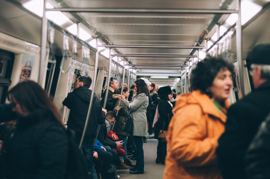 Die Bahnreisenden werden vom Lokführer betreut