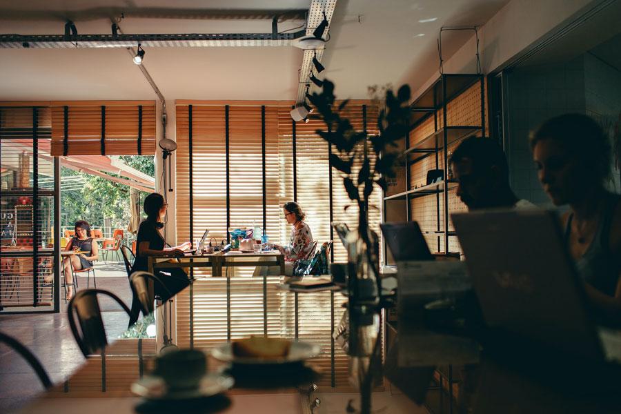 Blick in ein Working Space als Alternative zum Home Office