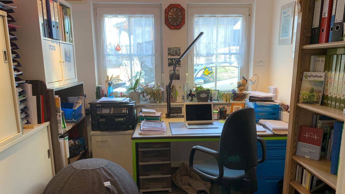 Fertig eingerichteter Arbeitsplatz im Homeoffice