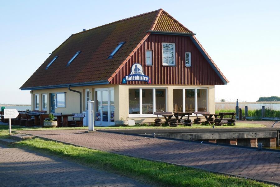 Gebäude des Hafenbistro in Born
