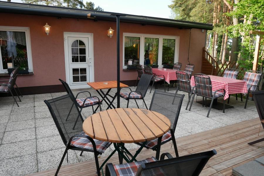 Terrasse des Restaurants Nonna Maria in Born am Darß