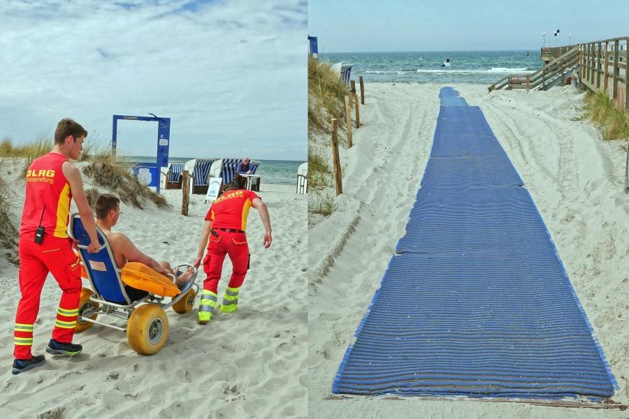 Ein Mann wird mit einem Strandrollstuhl durch Helfer zum Strand gebracht. Eine Matte führt führt bis zum Strand.