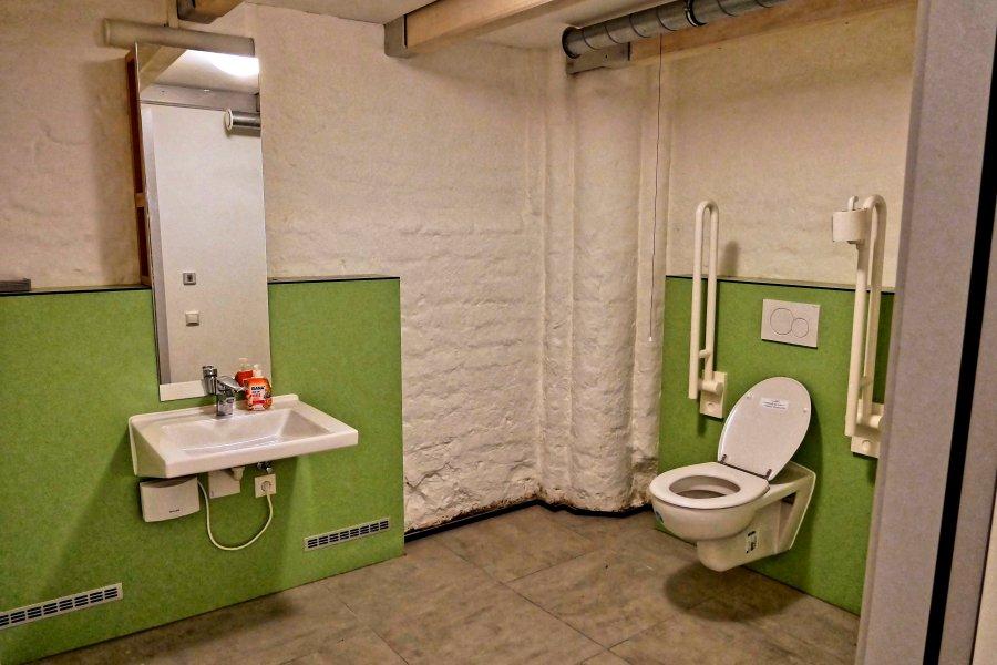 Barrierefreie öffentliche Toilette